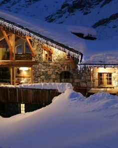 Chalet La Bergerie perfectly showcases the original features in between a modern and contemporary alpine style. #winterwonderland #luxurytravel #luxurylifestyle Ski Deals, Luxury Ski Holidays, Val D'isère, Alpine Style, Best Ski Resorts, Cinema Room, Ski Chalet, Snowy Mountains, Snow Skiing