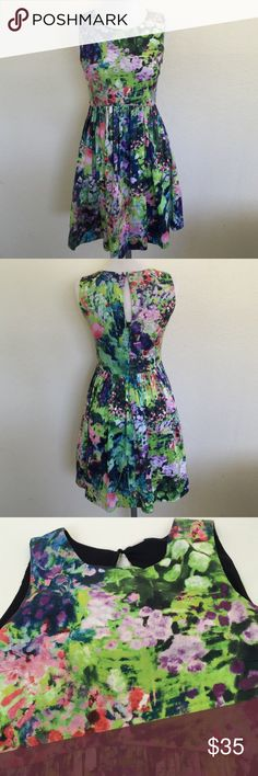 "Zara Floral Tulip Dress, size XS Just beautiful Zara floral Tulip dress in size XS. Measures 33.5"" from shoulder to hem. Features a zipper in back. Made from 100% polyester. Please ask if you have any questions. Zara Dresses Mini"