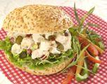 Pains Kaiser au poulet et à la poire | Metro Pains, Salmon Burgers, Dinner Recipes, Chicken, Ethnic Recipes, Lettuce Leaves, Food, Recipes, Tuna