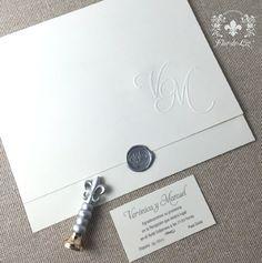 """Invitaciones """"Verónica y Manuel"""" práctico diseño de sobre y tarjeta en una sola pieza. Para los amantes de la sencillo pero elegante esta puede ser tu invitación."""