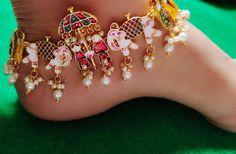 Fancy Jewellery, Indian Jewellery Design, Antique Jewellery Designs, Stylish Jewelry, Fashion Jewelry, Indian Bridal Jewelry Sets, Bridal Jewelry Vintage, Bridal Jewellery, Indian Jewelry