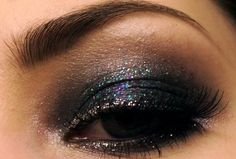 black eyeshadow with colored glitter: great idea for a night out with the girls :)