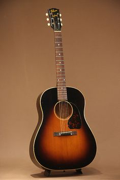 Gibson J-45 (1943-44 ) : Adirondack Spruce top, very rare maple back & sides.