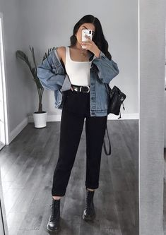 Yay or nay? Outfit from LASULA 🦋🍉 Boyfriend Jeans + bodysuit = best combo! Cute Casual Outfits, Simple Outfits, Stylish Outfits, First Date Outfit Casual, Lazy Outfits, School Outfits, Girl Outfits, Winter Fashion Outfits, Look Fashion