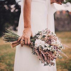 Ramo de @elenasuarezandco #ramosmolones #inspiration #wedding #boda #ramonovia #flores #novia #bride #bouquet ( @pelayolacazette) @mrscavallier