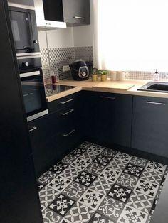 Zoom in op mijn Black Industrial Kitchen! Summer Kitchen, Red Kitchen, Kitchen Vinyl, Kitchen Cabinets, Kitchen Furniture, Kitchen Decor, Kitchen Ideas, Modern Outdoor Kitchen, Outdoor Kitchens