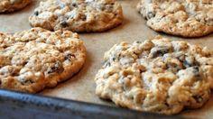 Oatmeal - Gluten Free Amazing Easy Cookies Even Microwave Them Using just 3 ingredients, make super healthy cookies with minimal effort. Desserts Végétaliens, Dessert Recipes, Healthy Cookies, Healthy Snacks, Eat Healthy, Coconut Cookies, Delicious Cookies, Simple Snacks, Vanilla Cookies