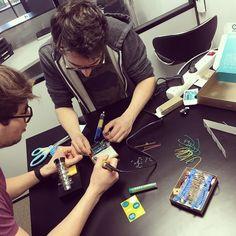 Projet Arduino les objets connectés dans le labo R&D de la revanche des sites. Qu'est-ce qu'ils nous préparent ? #arduino #iot #larevanchedessites #seo  by larevanchedessites