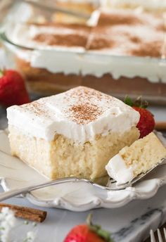 Gâteau Tres Leches, Tres Leches Recipe, Tres Leches Cupcakes, Food Cakes, Cupcake Cakes, Cake Portions, Homemade Whipped Cream, Whipped Cream Cakes, Classic Cake