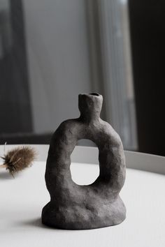 Unique objects from Odem Atelier - Hannah Trickett Ceramic Clay, Ceramic Vase, Ceramic Pottery, Pottery Art, Slab Pottery, Pottery Sculpture, Sculpture Clay, Diy Clay, Clay Crafts