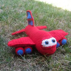 Amigurumi red the airplane by Melissa Trenado. Crochet Car, Crochet Hook Set, Crochet For Boys, Love Crochet, Crochet Crafts, Crochet Dolls, Crochet Projects, Amigurumi Patterns, Knitting Patterns