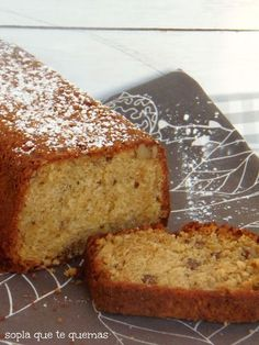 Banana and Walnut Bread - Cake Style Dutch Recipes, Bread Recipes, Sans Gluten Ni Lactose, Irish Soda Bread Recipe, Make Banana Bread, Bread Cake, Peanut Butter Cups, Sweet Bread, Food And Drink