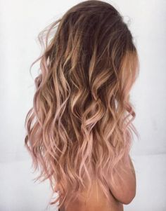 20 rose gold hair color ideas + tips on how to dye - newest .- 20 rose gold hair color ideas + tips on how to color color # ideas # tips Cabelo Rose Gold, Gold Hair Colors, Peachy Hair Color, Rose Hair Color, Pink Color, Rose Gold Color, Long Layered Haircuts, Girl Haircuts, Girl Hairstyles