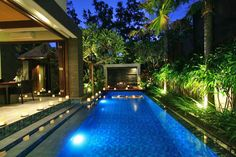 Supremely well-situated in the heart of Seminyak and just 200 metres from the vast expanse of Seminyak sunset beach, Le Jardin Villas are within a 5 minute walk to some of best restaurants and nightlife in Bali, a 20 minute drive from the International Airport and only a 30 minute drive to Bali's world class golf course at Nusa Dua.