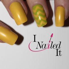 Get the perfect zigzag manicure with these line vinyl's.