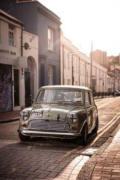 Cafe Racing, Racing Seats, Best Racing Cars, Classic Race Cars, Suzuki Swift, Mini Cooper S, Car Engine, Classic Mini, Cool Cars