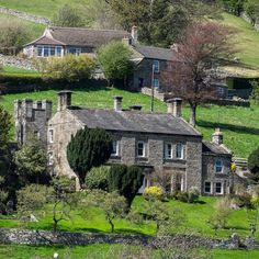 Country house sleeping 15, ideal for big gatherings, short breaks with friends and celebrations in the Yorkshire Dales