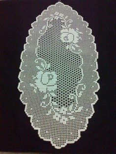 2) Crochet Bedspread, Filet Crochet, Crafts, Crochet Dollies, Crochet Diagram, Crochet Doilies, Crochet Carpet, Craft Ideas, Tricot