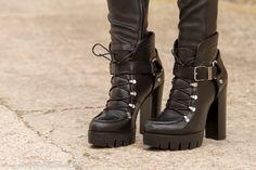 #Botines suela #track de cuero negro con cordones de #Zara