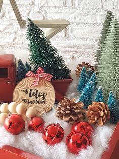 Bolas de Navidad caseras • Celebra con Ana Decoration, Christmas Bulbs, Glitter, Couture, Holiday Decor, Design, Christmas Ornaments, Christmas Things, Trays