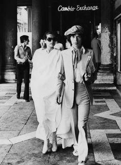 En su luna de miel en Venecia, 1971: | 18 Fotos que convertirán a Bianca Jagger en tu nuevo ícono de moda