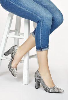 Zapatos de tacón tipo stiletto con puntera cerrada y tacón grueso. Cómodos y muy…