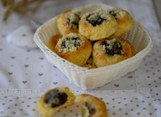 Kysnuté koláče s tvarohom – Dobroty z kuchyne Muffin, Breakfast, Sweet, Recipes, Food, Basket, Morning Coffee, Candy, Eten