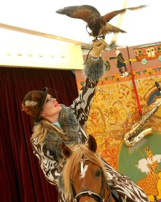 Giffords Circus is a magical, musical village-green circus that tours Gloucestershire, the South West and beyond through the summer. Circus Birthday, Circus Party, Birthday Party Themes, Circus Circus, Contemporary Dance, Modern Dance, Painting Tattoo, Body Painting, Circus Cakes