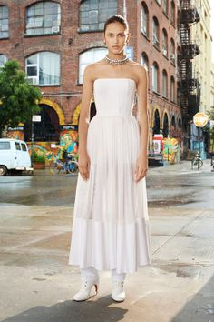 Inspiration Mariage: Givenchy croisière 2014 http://www.vogue.fr/mariage/inspirations/diaporama/croisiere-en-blanc/16285/image/881507#!mariage-robe-de-mariee-inspiration-givenchy-croisiere-2014