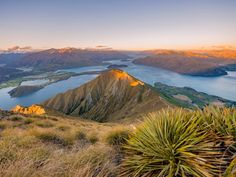 Roys Peak at Sunset, Lake Wanaka, Otago Region, New Zealand  imageBROKER / SuperStock