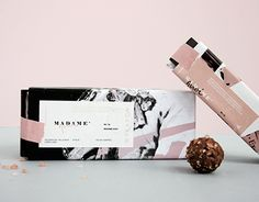 Branding and packaging for a gourmet bakery inspired by the dramatic french story of Henriette Callioux set in the year 1914; thereby it seeks to reflect the uncontrol and the explosion of feelings.-Branding y empaque para una repostería gourmet inspi…