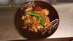Pad Thai Pad Thai Restaurant, Thai Recipes, Asian Recipes, Best Pad Thai Recipe, Food Hacks, Food Tips, Cook At Home, Noodle Salad