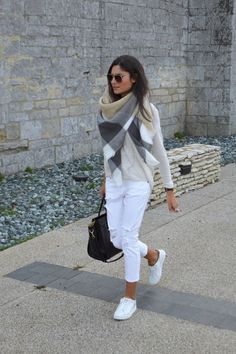 Street style | Color block scarf with white shirt and skinnies