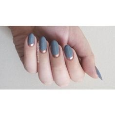 A simple but gorg grey and rose gold ruffian. I think it would look amazing matte, too, but I've been too lazy tbh. Orly Mirror Mirror and Essie Penny Talk (the only polish I've ever finished, RIP).