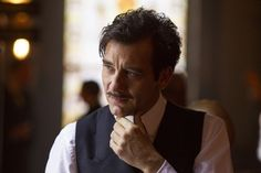 Clive Owen explains his 'Knick' mustache and being 'The David Bowie of a Hospital in 1900'