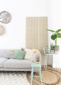 Ook dol op behang, maar wil je niet aan een printje vastzitten? Behang dan een wandpaneel en wissel af! Bekijk het stappenplan en maak je eigen behangpaneel