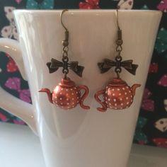 Boucles d'oreilles mes petites théières à pois - création par Tea For You #fimo #théière