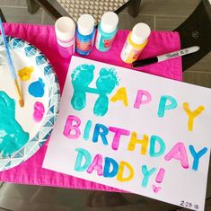 Happy Birthday Sign to make with baby and kids Happy Birthday Crafts, Happt Birthday, Happy Birthday Mommy, Daddy Birthday Gifts, Birthday Cards, Diy Birthday Ideas For Him, Dad Crafts, Papi, Toddler Crafts