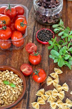 Σαλάτα ζυμαρικών με ψητά ντοματίνια / Roasted cherry tomato pasta salad Roasted Tomato Pasta, Tomato Pasta Salad, Cherry Tomato Pasta, Roasted Cherry Tomatoes, Yummy Food, Vegetables, Creativity, Travel, Fotografia