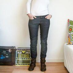 Voilà mon Ginger Jeans ! Un chouilla trop petit à cause de mon choix de tissu pas du tout assez élastique... Je ne peux pas trop plier les