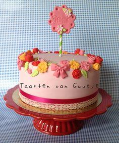 Sweet little cake by Taarten van Guusje   www.taartenvanguusje.nl