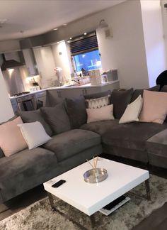 Cute Living Room, Decor Home Living Room, Beautiful Living Rooms, Apartment Living, Apartment Ideas, First Apartment Decorating, Room Ideas Bedroom, House Rooms, Home Decor Inspiration
