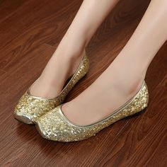 I love these square head shoes flat casual shoes in sequin. They look pretty nice. #AhaiShopping