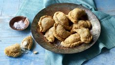 Give samosas a surprising twist with coconut and fennel. They're super-easy to… Nadiya Hussain Recipes, Vegetable Samosa, Recipe Master, Scallop Recipes, British Baking, Great British Bake Off, Recipe Search, Strawberry Recipes, Indian Food Recipes