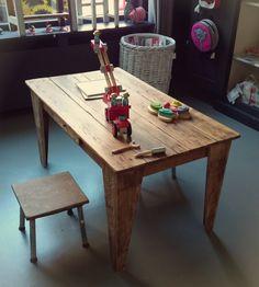 Speeltafel en krukjes van CustomThijs