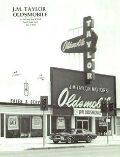 Jim & Chester's Garage — Your friendly Olds dealer… 1971 Vintage Racing, Vintage Ads, Vintage Photos, Used Car Lots, New Car Smell, Oldsmobile 442, Retro Cars, Gas Station, Buick