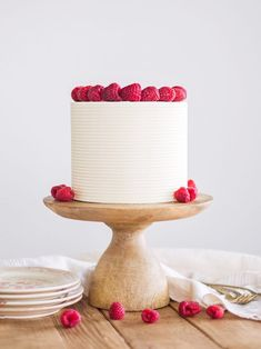 Chai White Chocolate Raspberry Cake – tender chai flavored cake layers with a silky smooth white chocolate buttercream and fresh raspberries. Chai Cake I've been [. White Chocolate Raspberry Cake, White Chocolate Buttercream, White Chocolate Chips, Peppermint Chocolate, Buttercream Cake, Valentine Desserts, Low Carb Cheesecake, Cake Servings, Cake Recipes