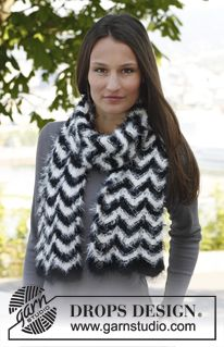 """Knitted DROPS scarf with zigzag pattern in """"Symphony"""". ~ DROPS Design"""