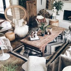 Showing off some great neutral, nubby texture I picked up in Mexico over the weekend! #bohemianhome #bohostyle #SOdomino #jungalowstyle #hippiestyle #ihavethisthingwithtextiles