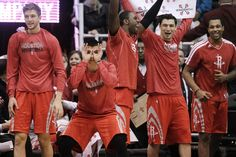 See that guy with the three-goggles on? That's Jeremy Lin. | Jeremy Lin Is StillAwesome sand a chio hootie!!!